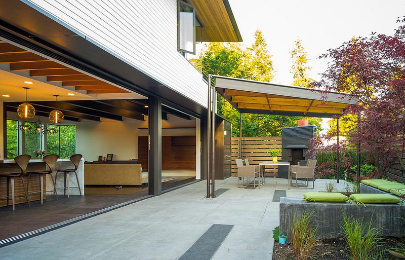 Sunrise Vista covered patio towards interior