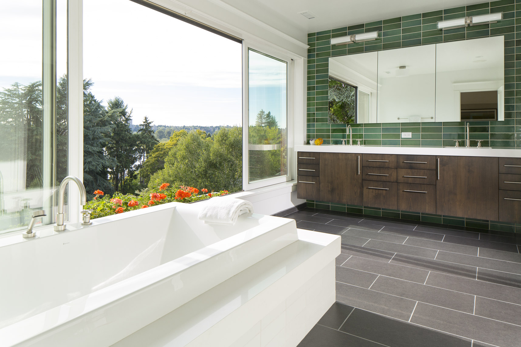 Laurelhurst-Every-master-bath-tub